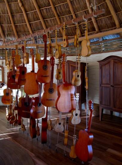 guitarras hotelito desconocido costalegre