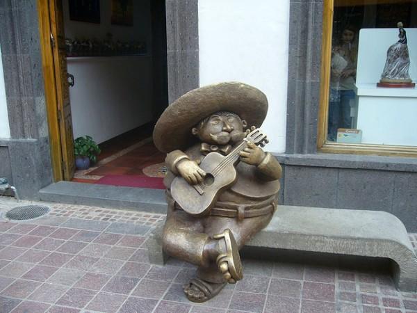 escultura mariachi tlaquepaque