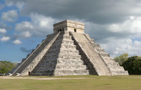 piramide el castillo mexico