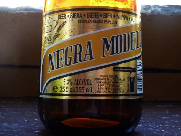 cerveza mexicana negra modelo