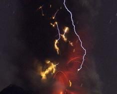 fumarola volcan colima