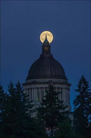 fotos de todo el mundo de la luna azul
