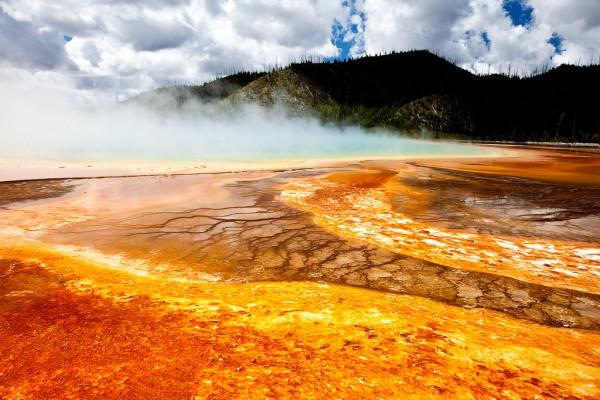 colores lago arcoiris yellowstone