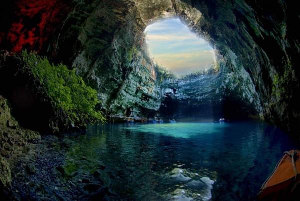 cueva melissani grecia