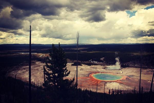 panoramica lago arcoiris yellowstone