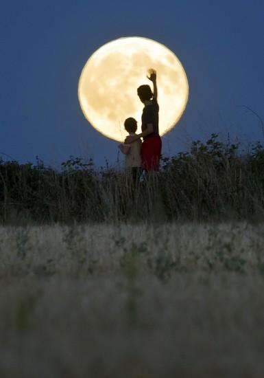 republica checa fotos de todo el mundo de la luna azul