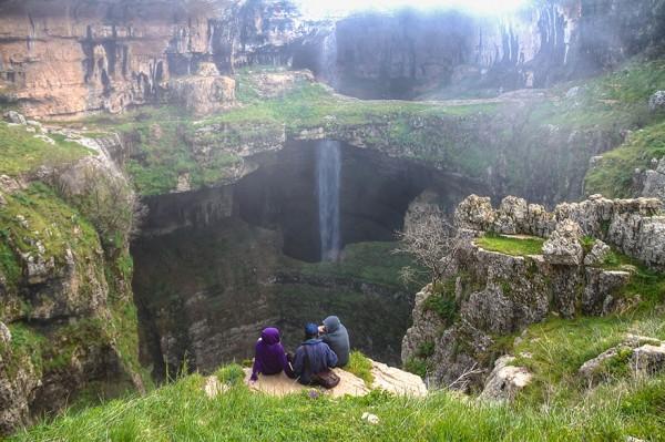 la triple cascada de baatara precioso lugar en líbano
