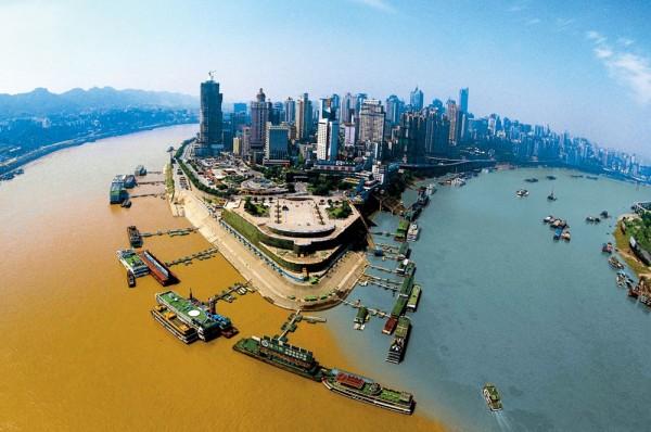 Confluencia de los Ríos Jialing y Yangtzé (Chongqing, China)