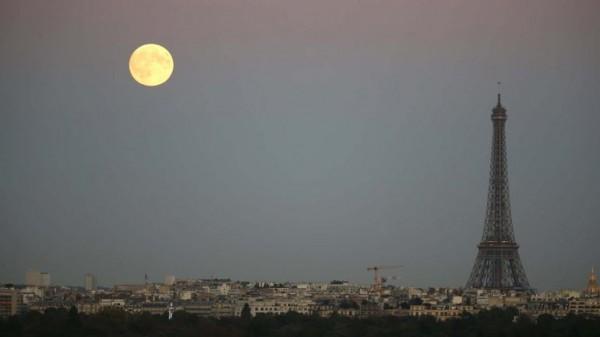 paris francia fotos eclipse total de super luna 2015