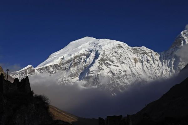 gangkhar puensum la montaña prohibida del himalaya