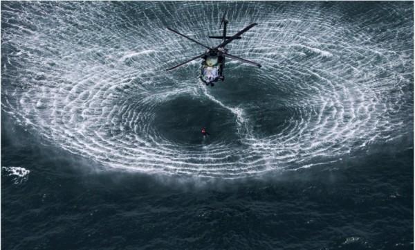 ondas sobre agua helicoptero sin photoshop