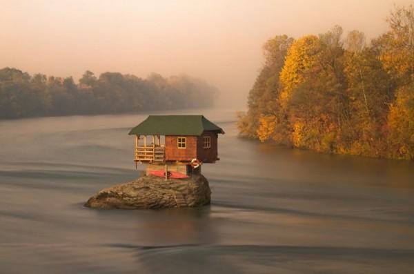 casa solitarias alejadas rio drina serbia