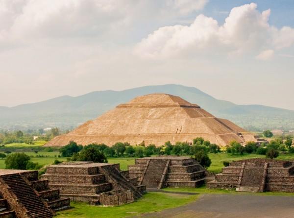 La Pirámide de Teotihuacán, México