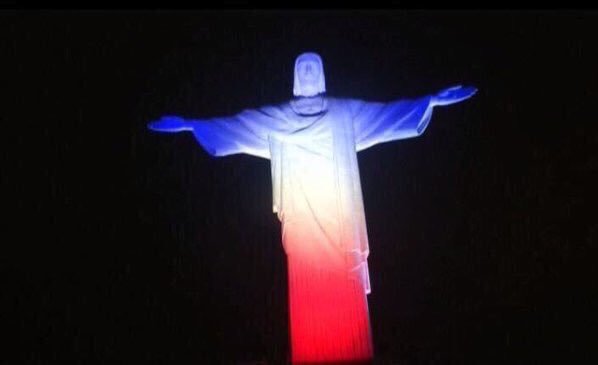 iluminacion atentando paris cristo rio de janeiro
