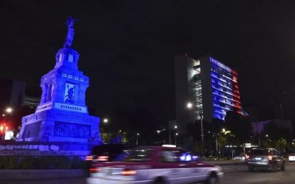iluminacion atentando paris senado mexicano