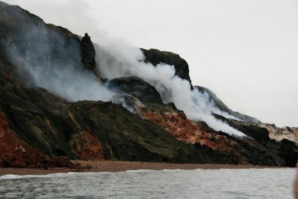 smoking hills canada montanas humeantes