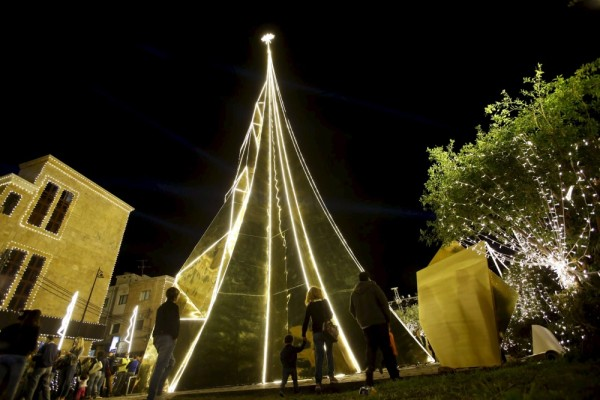 arboles de navidad byblos libano