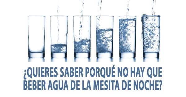 Por qué no debes beber el agua que dejaste la noche anterior al lado de tu cama