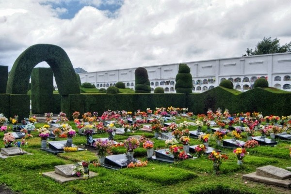 fotos cementerio tulcan ecuador
