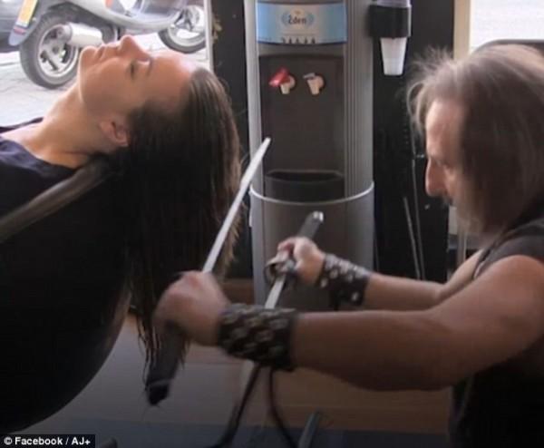 peluquero corta pelo katana