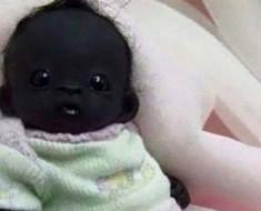 El bebe con la piel mas oscura del mundo