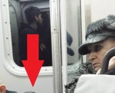 La tierna foto de una anciana tranquilizando a un extraño ha conmovido las redes