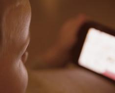 Si tu hijo tiene esta aplicación en el teléfono quítala inmediatamente