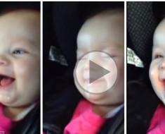 Una bebé que no para de reír de sí misma… ¡No te puedes perder esa escena!