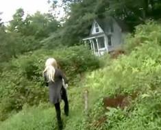 Su esposo compra un pedazo de tierra. Pero cuando ella ve una cabaña ahí… ¡Increíble!