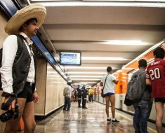 Hoy es el FlashMob sin pantalones en el metro de la CDMX ¡Saca el calzón!