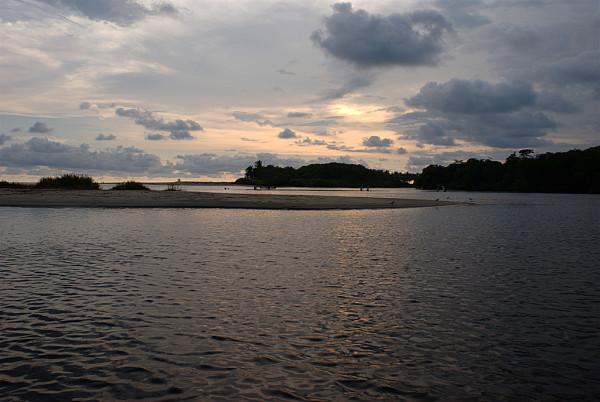 Resultado de imagen para laguna de manialtepec oaxaca
