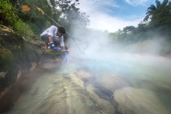 rio que hierve mayantuyacu peru