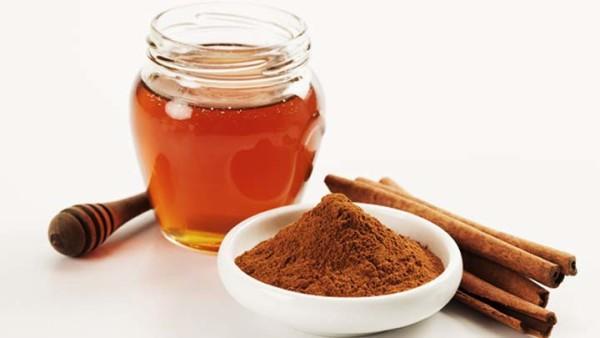 Beneficios de consumir canela con miel
