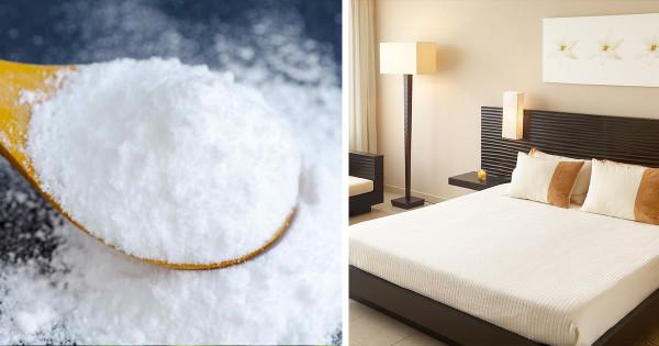 Esta Mujer rocía bicarbonato de sodio en su cama, el motivo te sorprendera