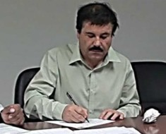 chapo firmando documento