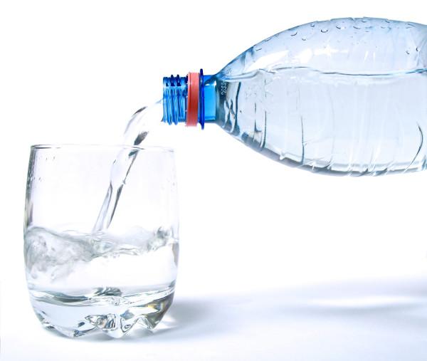 ¿Se debe beber agua durante las comidas?