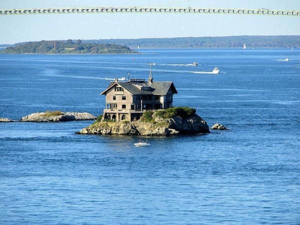 clingstone casa sobre la roca