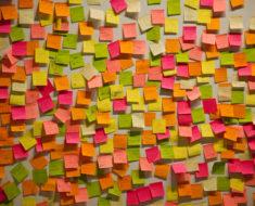 Esta es la forma correcta de usar los Post-it o notas autoadhesivas