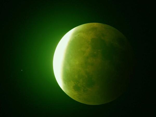 Esta noche el cielo sera iluminado por una luna verde