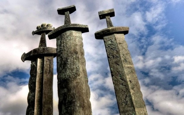 monumento tres espadas noruega
