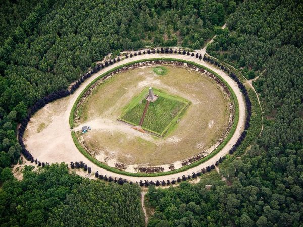 piramide de austerlitz holanda