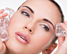 Mejora notablemente el aspecto de tu piel usando hielo