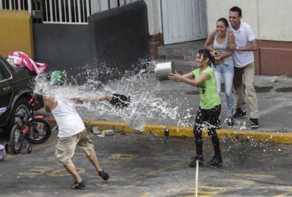 Quieren dar cárcel a las personas que desperdician agua en CDMX