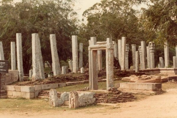 pilares de piedra lovamahapaya