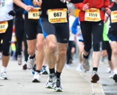 Este hombre es un ganador aunque siempre llega al último en los maratones