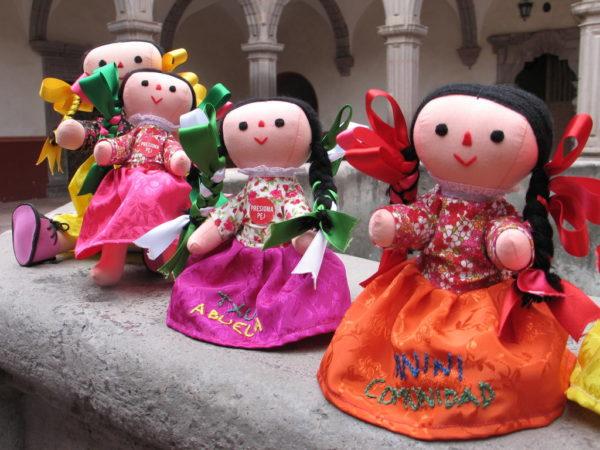 Xahni, la muñeca indígena que habla español y otomí