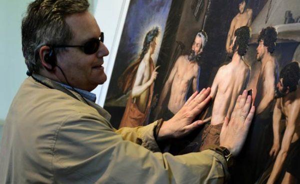El Museo Nacional de San Carlos presenta una exposición para invidentes