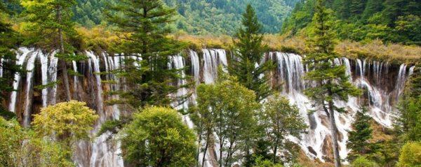 valle de lagos y cascadas en jiuzhaigou china