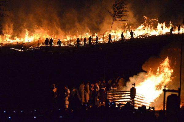 wakakusa yamayaki festival fuegos artificiales