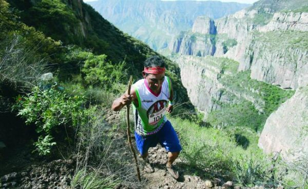 Este indígena rarámuri corrió más de 100 kilómetros en Chihuahua